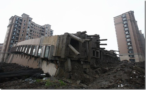 20090628-building-collapse-05
