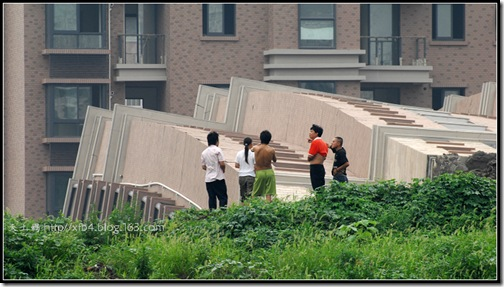 20090628-building-collapse-19