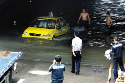 20090809-taxi-drown-03