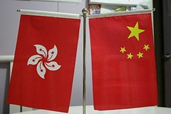 300px-HKSAR_PRC_table_flags